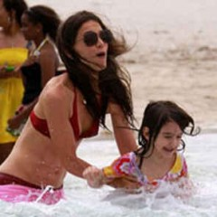 Katie Holmes e Suri Cruise, vacanza a Miami senza Tom