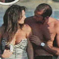 Continuano le vacanze per Cristina Del Basso paparazzata ad Ibiza in compagnia di Rocco Pietrantonio, ex di Lory Del Santo